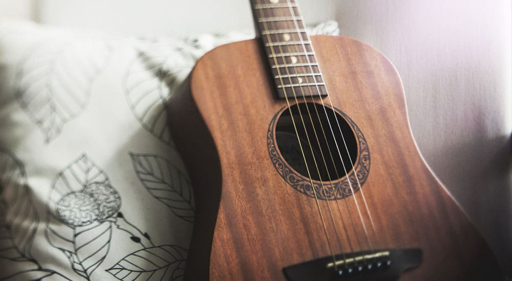 the best acoustic guitar strings for warm sounds musicgearhq. Black Bedroom Furniture Sets. Home Design Ideas